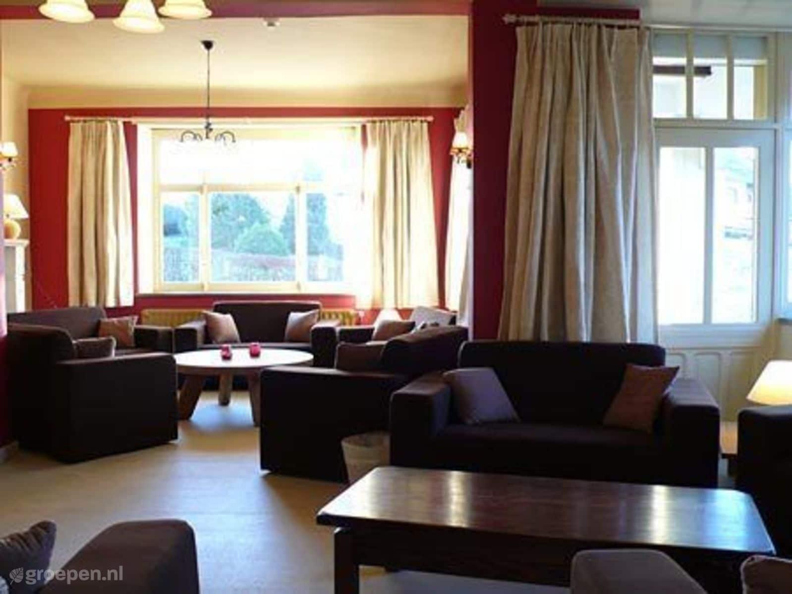 Groepsaccommodatie La Roche en Ardenne - België - Ardennen - 29 personen - woonkamer