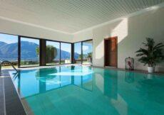 modern vakantiehuis met binnenzwembad