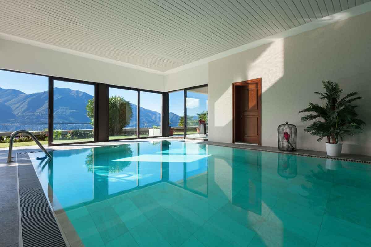 idee voor je familieweekend modern vakantiehuis met binnenzwembad