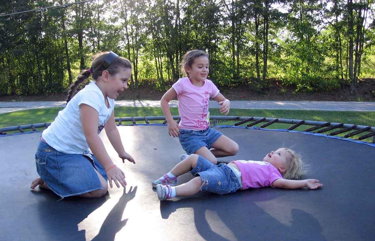 trampoline voor de kinderen